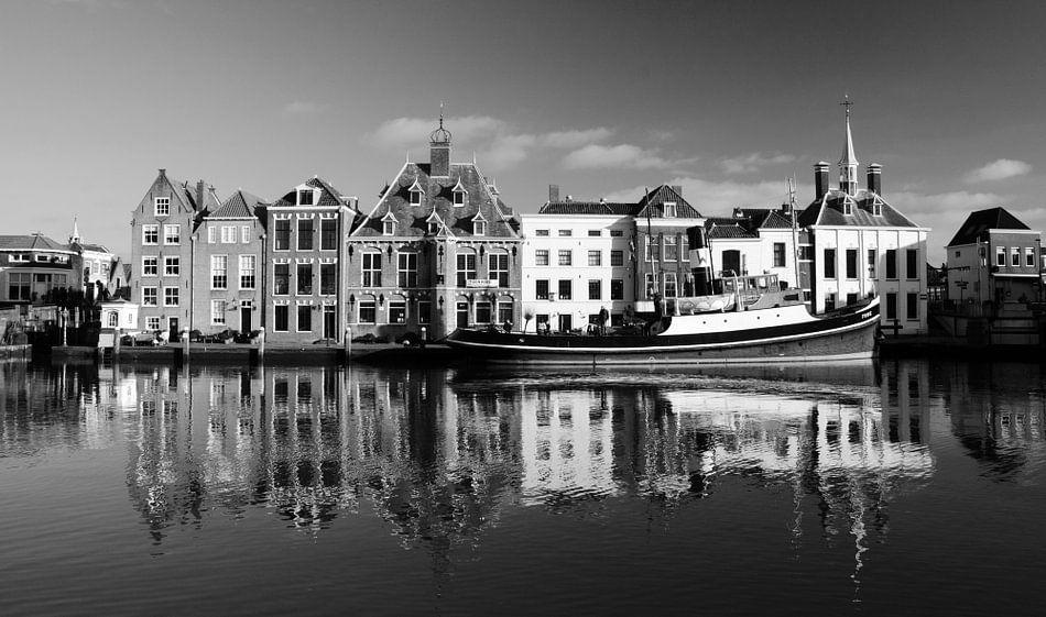 Historische Stadhuiskade Maassluis, zwart-wit