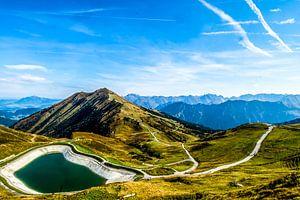 De Oostenrijkse alpen met een bergmeer