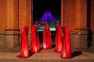 Fünf Skulpturen vor dem Berliner Tempodrom von Frank Herrmann