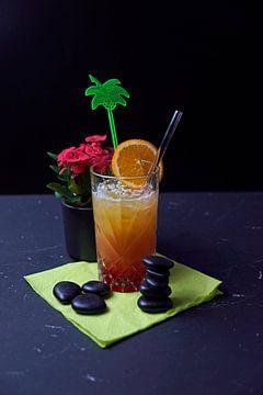 Cocktail met agave brandy sinaasappelsap granaatappelsiroop en citroensap. van Babetts Bildergalerie