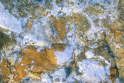 Abstracte oude gepleisterde muur van Sigrid Klop