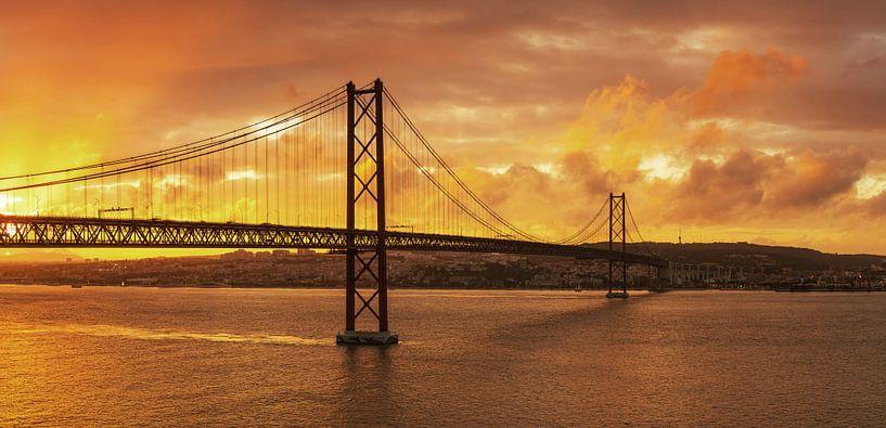 Lisbonne au coucher du soleil sur Frank Herrmann