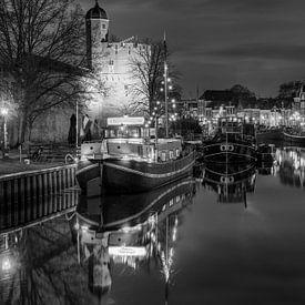 Thorbeckegracht mit Pelsertoren Zwolle in schwarz-weiß von Fotografie Ronald