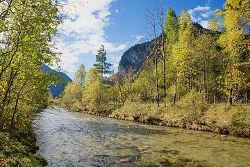 Bij de Ammer, rivier bij Oberammergau van Susanne Bauernfeind