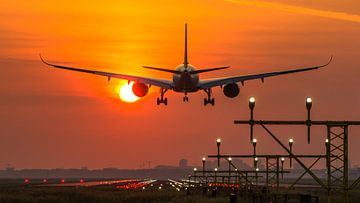 Singapore Airlines Airbus 350 landt op Schiphol van