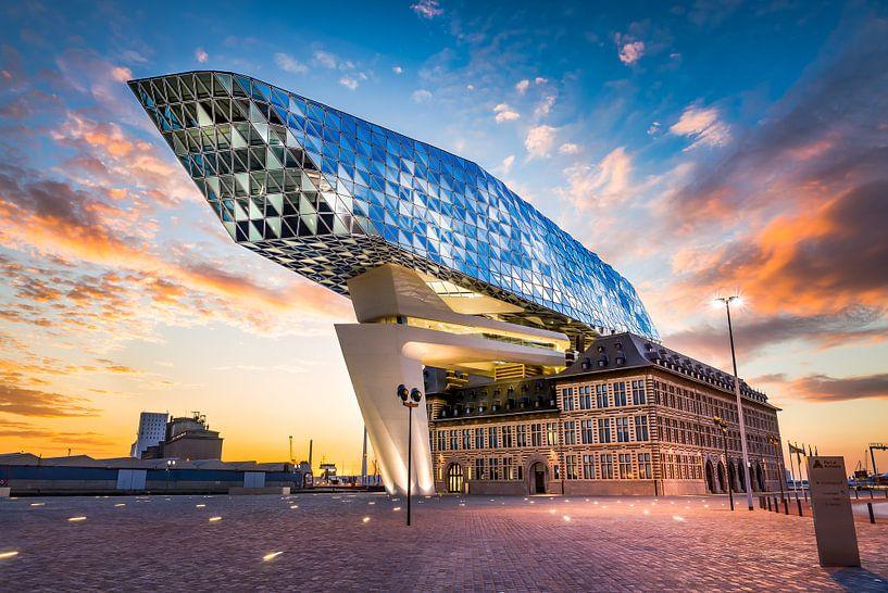 The spaceship has landed  (Haven van Antwerpen 10-06-2017)  van Etienne Hessels