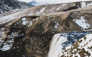 Skógafoss waterval in Ijsland van Michiel Dros