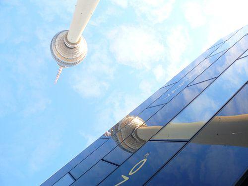 Fernsehturm Alexanderplatz, Berlin (Spiegelung) van Barbara Hilmer-Schroeer