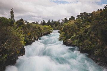 Huka Falls waterval in Nieuw-Zeeland van Tom in 't Veld