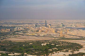 Vue sur la ville désertique de Dubaï sur Edsard Keuning