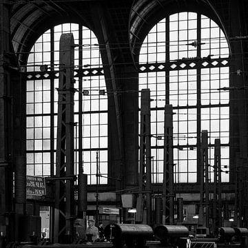 Gare centrale d'Anvers sur Raoul Suermondt