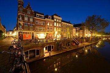 Oudegracht in Utrecht tussen Smeebrug en Geertebrug sur Donker Utrecht