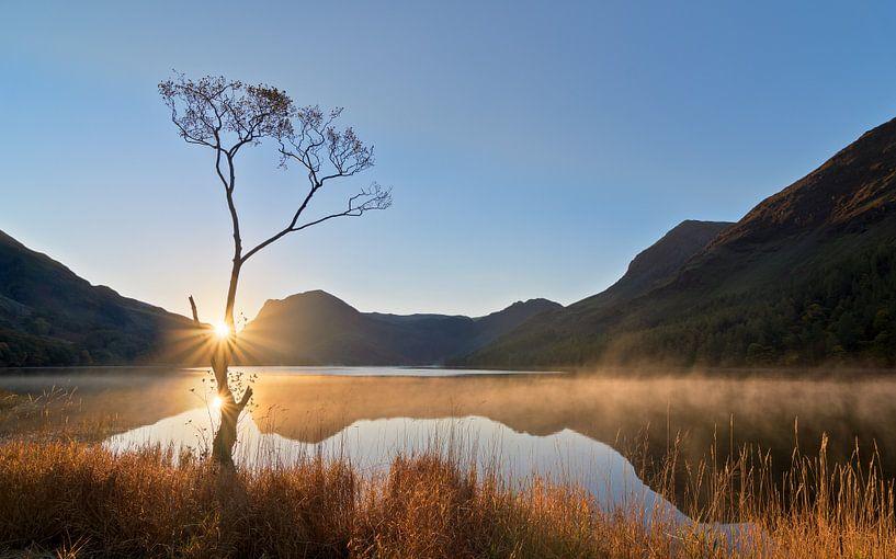 Zonsopkomst Buttermere in Lake District, Engeland van Jos Pannekoek