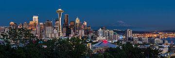 Blauwe uur bij de Seattle Skyline Panorama von Edwin Mooijaart