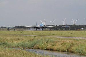 Veilige landing Tui Fly. Boeing 767-304 van Mark Nieuwkoop