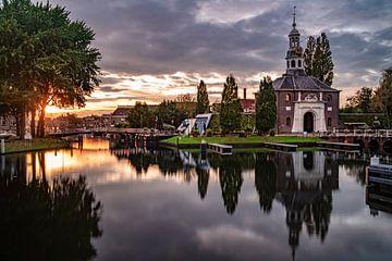 De Zijlpoort in Leiden in de ondergaande zon van Martijn Joosse
