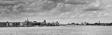 Zicht op Dordrecht zwart wit van Jeroen van Alten