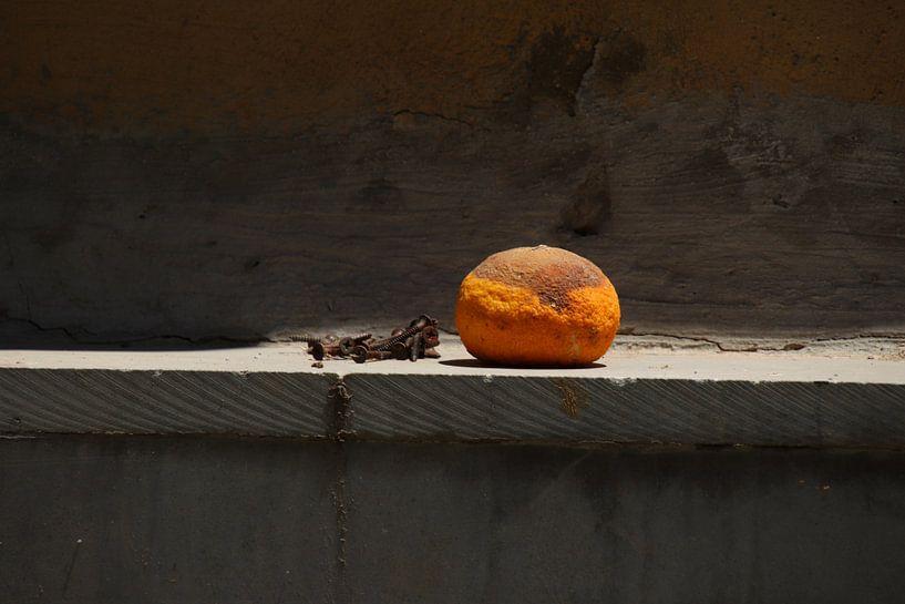 Stilleven met sinaasappel van Jan Katuin