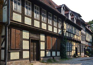 historische mittelalterliche Gebäude in der Altstadt von Quedlinburg von Heiko Kueverling