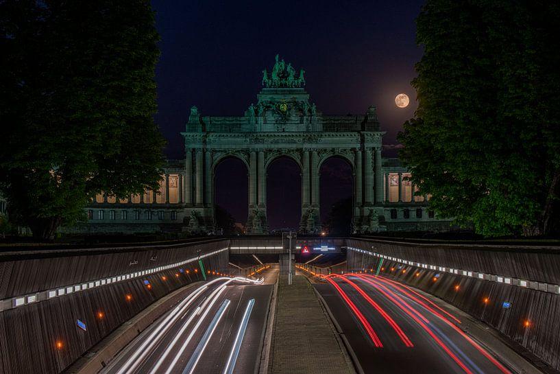 De volle maan boven het Jubelpark van Jim De Sitter