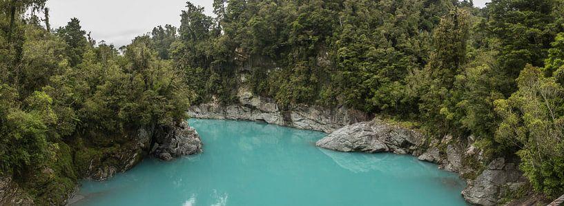 Blue River (Hokitika Gorge) van Anne Vermeer