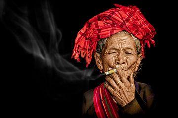 Rauchende Frau von eric t'kindt