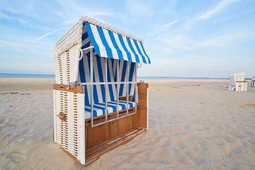 Strandkörbe am Strand der deutschen Ostseeküste von Heiko Kueverling