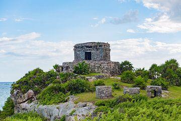 Maya ruïnen aan het strand van Tulum in Mexico van Michiel Ton