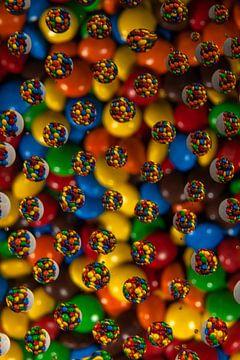 Een kleurrijk geheel van rondjes druppels gezichtbedrog, van Hilda van den Burgt