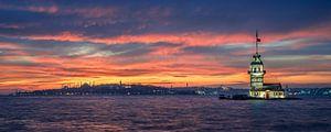 Zonsondergang bij de Meisjestoren in Istanbul van Michael Abid