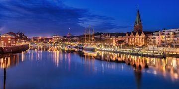 Stadtbild von Bremen mit Hafen und Altstadt von Fine Art Fotografie