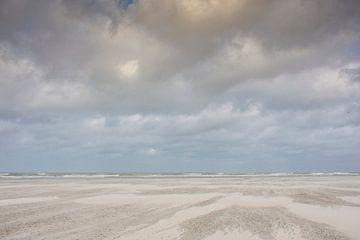 Stormachtig strand van Schiermonnikoog van