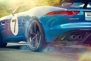 Jaguar Project 7 met slippende banden van