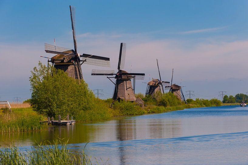 Windmills in a row at Kinderdijk Holland van Brian Morgan
