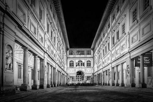 FLORENCE Uffizi Gallery at night