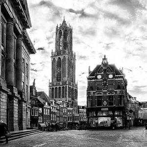 De Dom van Utrecht gezien vanaf de Stadhuisbrug in het vierkant van