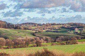 Uitzicht op de Zuid-Limburgse heuvels van John Kreukniet