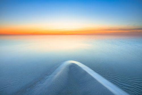 Zonsondergang boven het IJsselmeer bij Workum