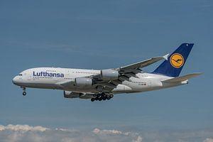 Airbus A380 van Lufthansa hier in de landing gefotografeerd bij de luchthaven van Frankfurt.