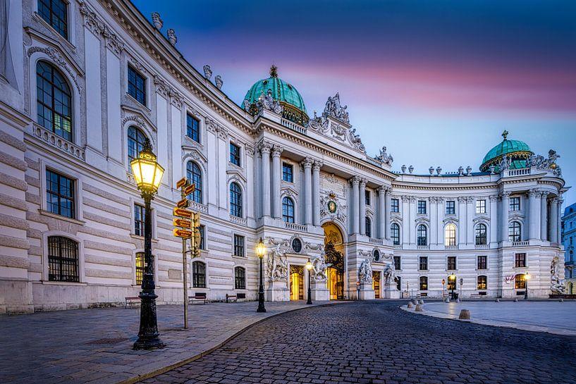 Hofburg in Wenen gezien vanaf het Michaelerplein (Michaelerplatz) van Rene Siebring