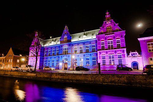 Verlichte stads kazerne van Quintus in Kampen