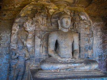 Zittende Boeddha, de Gal vihara, Sri Lanka van Rietje Bulthuis