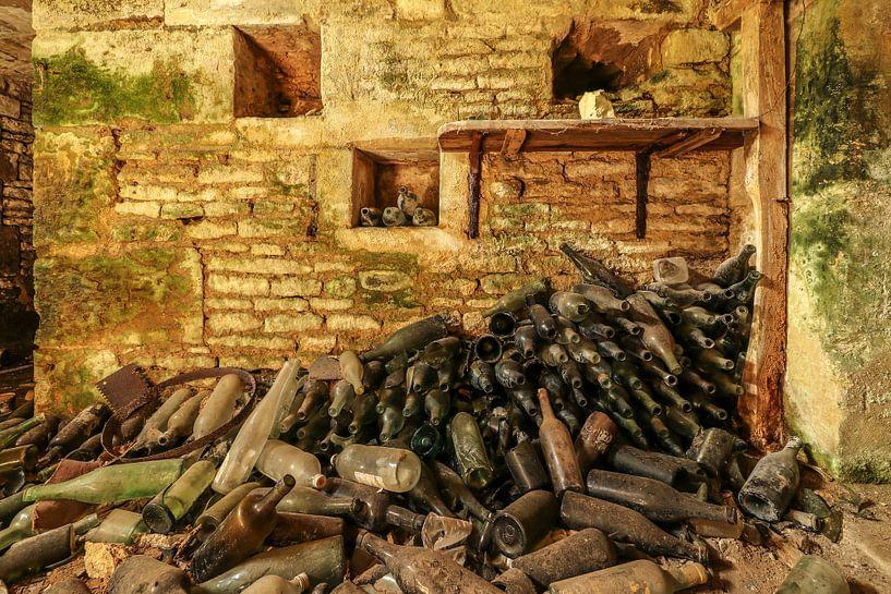 Ein alter Weinkeller in einem Chateau. von Patrick Löbler