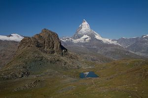 De Matterhorn spiegelend in de Riffelsee