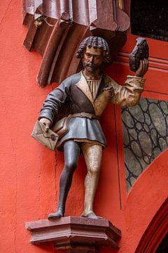 Beelhouwwerk op het Raadhuis van Bazel in Zwitserland van Joost Adriaanse