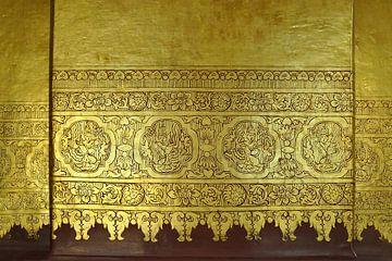 Le culte de l'or. [murmures]