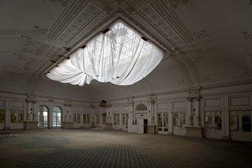 verlassener Ballsaal von urbex lady