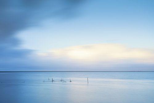 Vissersnetten in het Lauwesmeer te Oostmahorn in licht blauw