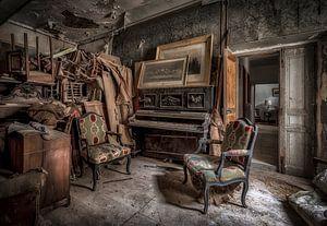 Klavier in verlassenen Burg