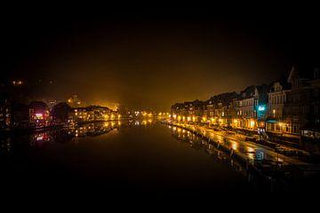 De weerspiegeling op de Maas Dinant, België. sur